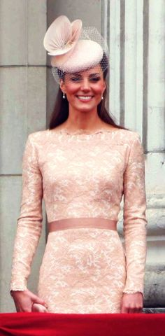Kate Middleton, Duchess Of Cambridge, Wearing Alexander McQueen At The Queens Diamond Jubilee Celebrations, 2012 Princesa Kate Middleton, Duchess Kate, Duke And Duchess, Princesa Real, Modelos Fashion, Kate Middleton Style, Prince William And Kate, Prince Charles, Princess Charlotte