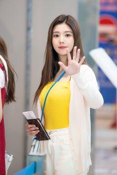 Future Girlfriend, Japanese Girl Group, Woollim Entertainment, Airport Style, The Wiz, Celebs, Celebrities, Kpop Girls, Female Bodies