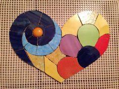 Mosaic heart, mosaico coração ,mosaico corazones Tile Crafts, Mosaic Crafts, Mosaic Projects, Mosaic Art, Mosaic Glass, Mosaic Tiles, Glass Wall Art, Fused Glass Art, Stained Glass Art