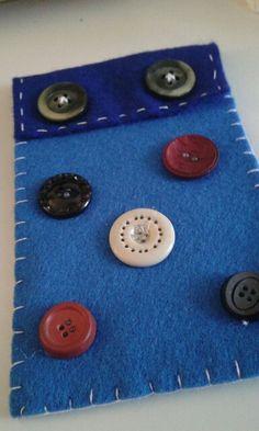 Portadocumenti cucito a mano con bottoni vintage