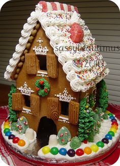 A gingerbread house so incredibly detailed that its creator HAD to have graduated (magna cum laude!) from a culinary institute somewhere!  Look, don't try!