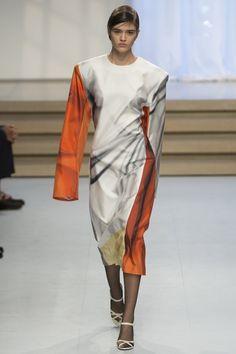 Jil Sander Spring 2017 Ready-to-Wear Fashion Show - Alexandra Micu Fashion Art, Fashion Brands, Fashion Show, Womens Fashion, Runway Fashion, Silk Midi Dress, Modest Outfits, Modest Clothing, Jil Sander