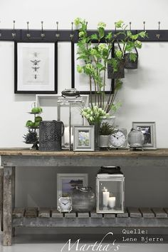 This entrance has been designed with products of Lene Bjerre. This nordic style, the black-white frames applies also to the New England Style, I so much like.