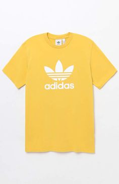 Cop an adidas classic tee with a spring treatment. The Yellow Trefoil T-Shirt has a crew neck, short sleeves, and the brand's signature logo on the front. Sporty Outfits, Nike Outfits, Adidas Outfit, School Outfits, Addidas Shirts, Yellow Adidas, Yellow T Shirt, Cute Shirts, How To Wear