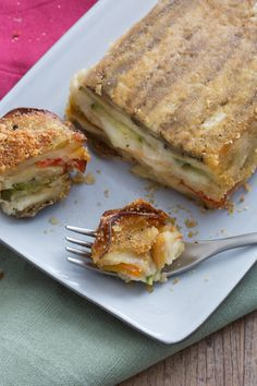 Vegetable pie - Vegetable pie: layers of colorful and tasty seasonal vegetables interspersed with stringy cheese. Vegetable Pie, Vegetable Casserole, Vegetable Dishes, Vegetable Recipes, Easy Cooking, Cooking Recipes, Quiche, Good Food, Yummy Food