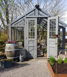 Every thought about how to house those extra items and de-clutter the garden? Building a shed is a popular solution for creating storage space outside the house. Whether you are thinking about having a go and building a shed yourself Backyard Greenhouse, Small Greenhouse, Greenhouse Plans, Greenhouse Wedding, Homemade Greenhouse, Portable Greenhouse, Greenhouse Growing, Shed Plans, Barn Plans