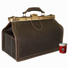 Quality brown doctor's bag of brown organic Very beautiful and very durable medical bag with inside pockets in a retro look from the finest na. Saddle Leather, Cowhide Leather, Real Leather, Brown Leather, Mens Doctor, Nurse Bag, Medical Bag, Leather Bags Handmade, Natural Leather