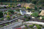 zum Vergrößern auf das Bild klicken || Gartenbahnanlage mit Motiven aus Sachsen