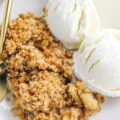 The BEST APPLE CRISP recipe! The perfect ratio of apples & crumble topping! Eat this warm with vanilla ice cream […] Spiced Apples, Baked Apples, Caramel Apples, Baked Apple Crisps, Potato Crisps, Apple Desserts, Fall Desserts, Delicious Desserts, Best Apple Crisp Recipe