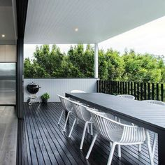 Sleek deck design by the talented @bighouselittlehouse @jhdixonbuilders & @ace_stone_tiles makes for the perfect Friday afternoon. Can you spot the Scyon? #australianarchitecture #architecture #exterior #exteriordesign #scyonwalls