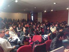 Ago Publicidad da inicio al workshop con una conexión directa con IED Barcelona y explica a los estudiantes el brief de la campaña.  ¿Qué tal el reto de creación?