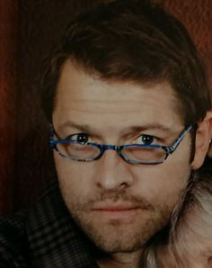 """Fan: """"I look like a doofus….but here's Misha in my reading glasses. (Yeah picture taken with my phone so not the best). I finally have art for my """"Reading Glasses"""" fic."""" #DCCon2014"""