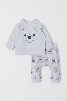 Set with a long-sleeved top and pair of trousers in soft organic cotton sweatshirt fabric. Top with concealed press-studs down one side, a print motif on th Baby Outfits Newborn, Baby Boy Newborn, Baby Boy Outfits, Baby Kids, Disney Baby Clothes, Cute Baby Clothes, Baby Boy Fashion, Kids Fashion, Winnie The Pooh Nursery