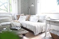Kodin Kuvalehti – Blogit   Ruususuu ja Huvikumpu – Maailman paras porkkanakakku-kääretorttu valmistuu nopeasti ja helposti Lounge, Couch, Lifestyle, Furniture, Home Decor, Chair, Airport Lounge, Drawing Rooms, Settee