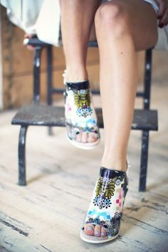 Graphic design is an element of fashion; Check out these preen 'giffee' shoes!