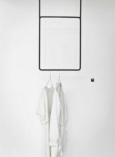 Clothing rail vertical black – ANNALEENAS HEM AB