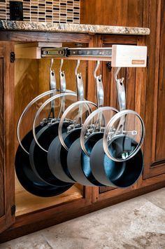 Single Glideware Cookware Organizer with 7 Hooks. Who would have thought to put the lids over the handles?
