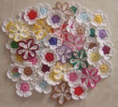 Flores de Croche branca e coloridas