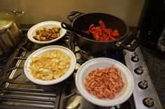 Luksus Stroganoff – på under en time ! Chana Masala, Food Inspiration, Macaroni And Cheese, Food And Drink, Baking, Ethnic Recipes, Blog, Van, Red Peppers
