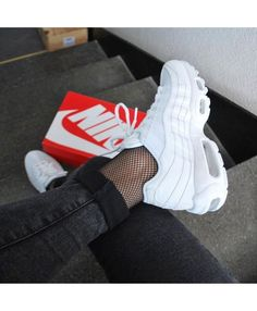 Adidas Women Shoes Sneakers women - Nike Air Max 95 triple white (©katiamyrs) - We reveal the news in sneakers for spring summer 2017 Tenis Nike Air Max, Tenis Vans, Nike Slides, Adidas Shoes Women, Nike Women, Air Max 95 White, Sneaker Trend, Basket Mode, Nike Trainers