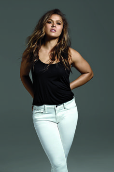 buffalo jeans - UFC fighter Ronda Rousey is showing the world her sultry side for the Buffalo Jeans Fall 2016 ad campaign. Ronda Rousey Pics, Ronda Rousey Hot, Ronda Jean Rousey, Wwe Female Wrestlers, Female Athletes, Rounda Rousey, Rowdy Ronda, My Champion, Wwe Girls