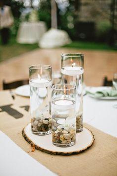 Cuando decoramos una boda, debemos tomar un montón de decisiones. Una delas más importantes, es la de escoger unos bonitos centros de mesa parael banquete, que nos ayude a decorar la mesa de una forma bonita, siguiendo el estilo que hemos marcado en general. Ya anteriormente os hablábamos de los centros de mesa para bodas …