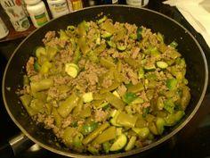 Ground turkey, banana pepper, green pepper, zucchini, and italian string bean stirfry with onion, garlic, pepper, and seasoning salt.