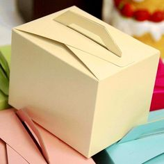 100 Tote Favor Boxes - Ivory