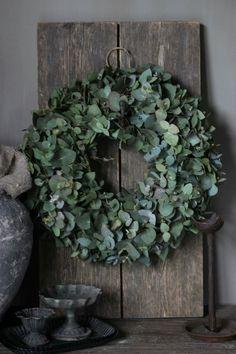 Holiday Wreaths, Christmas Decorations, Modern Holiday Decor, Modern Wreath, Christmas Front Doors, Decoration Inspiration, Summer Wreath, Outdoor Christmas, Greenery