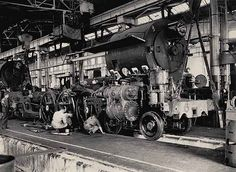 Construction of locomotive at the Eveleigh Workshops. Dated: 16 April 1945 Digital ID: Rights: www.au/about-us/rights-and-permissions Railroad History, Round House, Steam Locomotive, Workshop, Australia, Construction, Journey, Digital, World