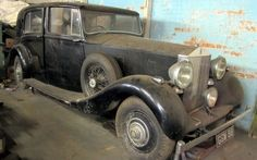 13 Rolls-Royces Found in Small-town Garage - http://www.barnfinds.com/13-rolls-royces-found-small-town-garage/