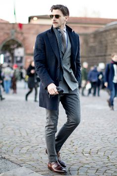 Here are some great Coolest Winter Outfits for Men that will make you look cool. American Eagle Men, Mens Fashion Suits, Mens Suits, Best Winter Outfits Men, 80s Fashion Kids, Style Costume Homme, Mode Costume, Fashion Mode, Paris Fashion