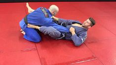 Here is a powerful Kimura setup from Guard that works off of a Basic Guard break many White Belts (and just people in general) will use in Brazilian Jiu-jits. Fight Techniques, Jiu Jitsu Techniques, Jiu Jitsu Training, Mma Training, Judo, Jiu Jitsu Videos, Ju Jitsu, Street Fights, Brazilian Jiu Jitsu