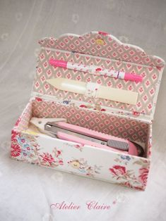 69 Ideas For Sewing Box Decoupage Manualidades Cute Box, Pretty Box, Cardboard Crafts, Fabric Crafts, Diy Paper, Paper Crafts, Fabric Boxes, Pencil Boxes, Altered Boxes