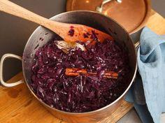 Rotkohl selber machen http://www.fuersie.de/kitchen-girls/rezepte/blog-post/rezept-fuer-rotkohl