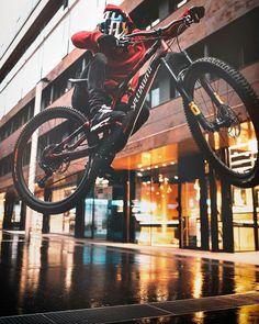 Freeride Mountain Bike, Mountain Bike Action, Mountain Biking, Downhill Bike, Mtb Bike, Montain Bike, Giant Bikes, E Skate, Stunt Bike
