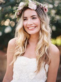 Beach Bride's Beauty Guide - Braut Flower Crown Hairstyle, Crown Hairstyles, Bride Hairstyles, Hair Crown, Popular Hairstyles, Hairstyle Ideas, Braut Make-up, Wedding Hair Down, Bohemian Bride