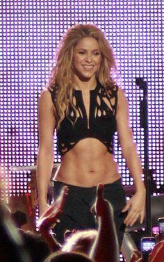 Free belly dance classes: Shakira's bellydance looks Free belly dance classes: Shakira's bellydance looks Shakira Body, Shakira Belly Dance, Shakira Style, Shakira Hair, Belly Dancers, Body Inspiration, Fitness Inspiration, Character Inspiration, Shakira Mebarak