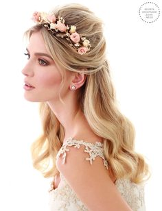 Penteado de noiva - cabelo meio preso com tiara e flores naturais preservadas { Foto: Felipe Lessa | Beleza: Jr Mendes | Tiara: Renata Bernardo }