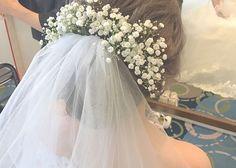 ベールにお花を飾る可愛い髪型・ブライダルヘアまとめ
