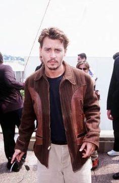 Johnny Depp during Cannes Film Festival in Cannes, France. Handsome Men Quotes, Handsome Arab Men, Young Johnny Depp, Drew Barrymore, Steven Meisel, Le Happy, Outfit Jeans, Poison Ivy, Soft Grunge