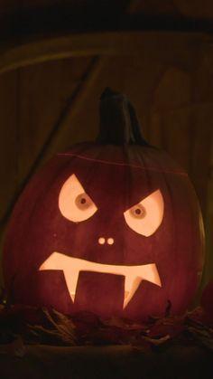 Halloween Pumpkin Designs, Scary Halloween Pumpkins, Funny Pumpkins, Pumpkin Recipes Quick, Pumpkin Ideas, Scary Pumpkin Carving, Pumkin Decoration, Carving Designs, Painted Pumpkins