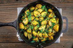 Batata Harra: Middle Eastern Skillet Potatoes The Mediterranean Dish Spicy Potato Salad Recipe, Potato Recipes, Vegetable Recipes, Vegetarian Cooking, Vegetarian Recipes, Cooking Recipes, Skillet Recipes, Delicious Recipes, Lebanese Baked Chicken