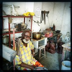 famous Congolese sculptor Liyolo. His pieces have been presented to Mandela, Pope John Paul II, Ban Ki Moon and a host of other world leaders. His house, which also hosts his studios, is an artists paradise. The man even has two crocodiles. Photo by Nana Kofi Acquah  (Copyright: 2014). #Kinshasa #Congo #DRC