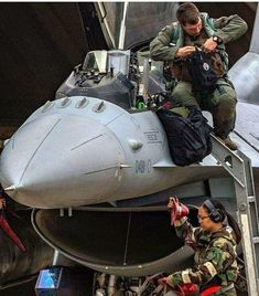 F-16 Military Jets, Military Veterans, Military Weapons, Military Aircraft, F22, Armada, Aeroplanes, Viper, Armed Forces