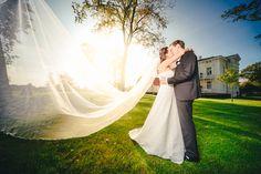 Spätsommer bei Hamm im Gut Kump. Perfekte Bedingungen für Sophias und Ennos Hochzeit bei letzten wärmenden Sonnenstrahlen.