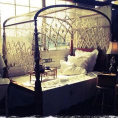 1800s canopy bed...I WANT THIS