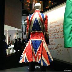 Expositiion David Bowie Is, Philarmonie de Paris Manteau Union Jack David Bowie x Alexander McQueen