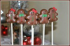 Christmas is right around the corner! I've got 30 wonderful Christmas Cake Pop ideas for you to make this year. Cake Pops can be so creative and fun to make. You're only limited by you (Cake Pops Ideas) Christmas Cake Pops, Christmas Desserts, Christmas Treats, Christmas Cookies, Holiday Snacks, Cheap Christmas, Christmas Recipes, Christmas Decor, Cheap Clean Eating
