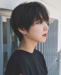 magazine pretty but too platinum Short Hair Tomboy, Asian Short Hair, Girl Short Hair, Short Hair Cuts, Asian Hair Pixie Cut, Shot Hair Styles, Curly Hair Styles, Pelo Ulzzang, Ulzzang Tomboy